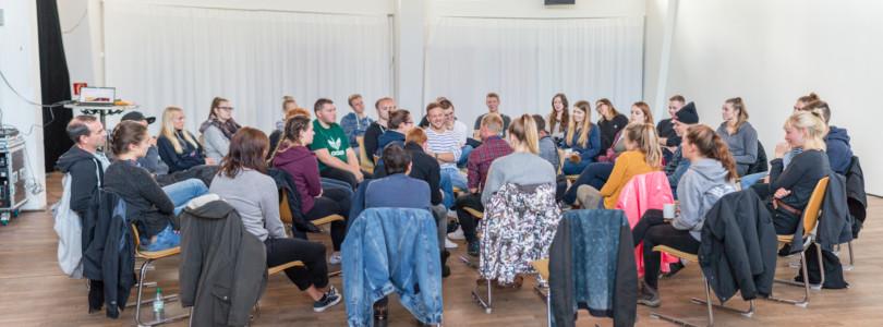Der Nachhaltigkeitsworkshop beinhaltete eine Fishbowl-Diskussion über Palmöl und seine Herausforderungen